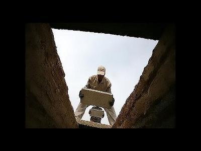 فلسفه گذاشتن سنگ لحد در قبر
