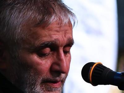 حاج منصور ارضی دعای عرفه را در حسینیه لباسفروشان زمزمه میکند