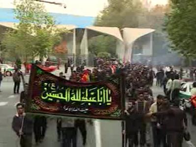 راهپیمایی دانشجویان از دانشگاه تهران به سمت بیت رهبری در اربعین حسینی + فیلم
