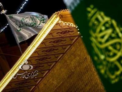 عکس/پرچم مزین به نام «محمد المصطفی(ص)» در حرم علوی