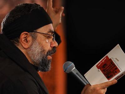 حرکت جالب حاج محمود کریمی در هیأت/ سینهزنی با کتاب!+فیلم