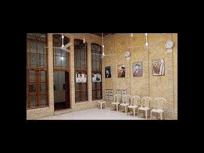 حضور حاج منصور ارضی در بیت تاریخی امام در نجف اشرف