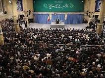 سرودخوانی حاضران همراه با محمد جواد احمدی در دیدار با مقام معظم رهبری