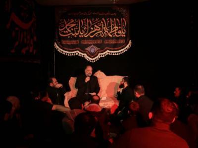 نریمان پناهی، حسین سیب سرخی و محمد حسین پویانفر  در روضه خانگی به مناسبت شهادت حضرت زهرا سلام الله علیها