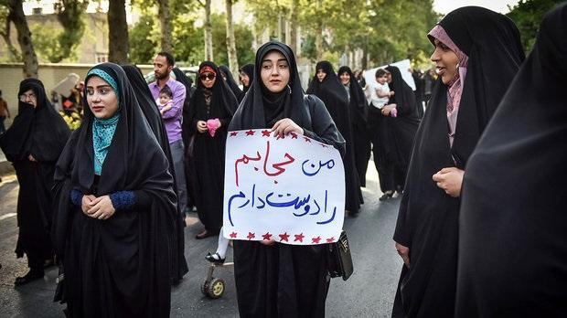 اجتماع بانوان محجبه در امامزاده صالح (ع)/ قرائتی: حجاب نمی تواند اختیاری باشد