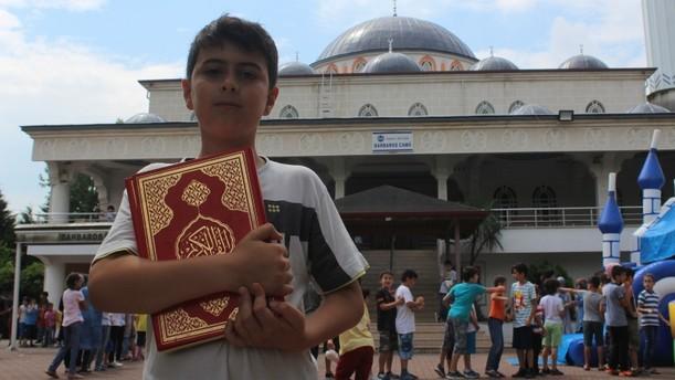 ابتکار یک امام جماعت برای جذب کودکان به مسجدی در ترکیه